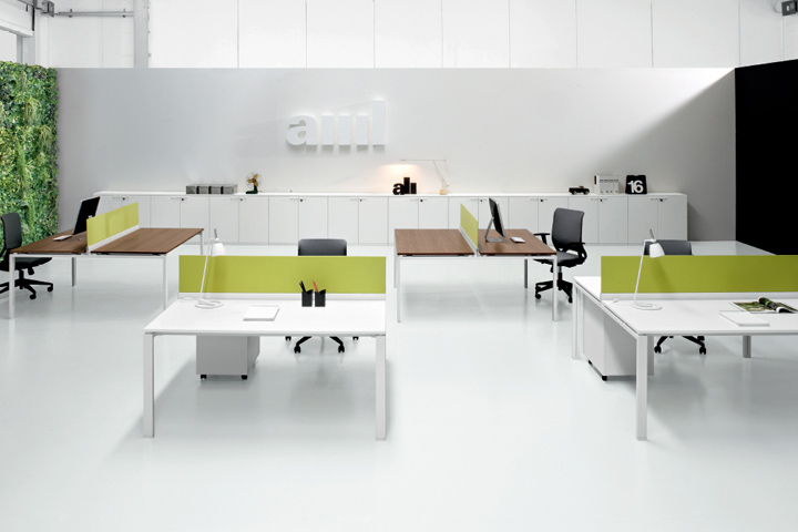 Interiorismo en oficinas ideas minimalistas vinilchic for Muebles de oficina blancos