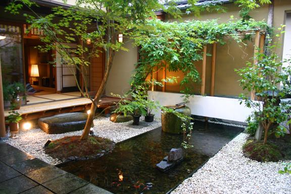 Jardin Zen Interior Bajo Escalera Jardin Zen Con Arroyo Y - Jardin-interior-zen